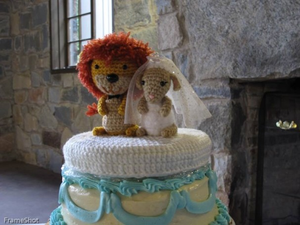 Lion & Lamb Cake Topper by Sahrit