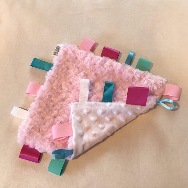 Taggie Blanket Tutorial by Sahrit